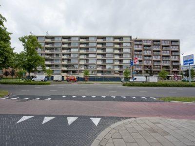 VvE Bernard Zweersplein 29-70 Schiedam – Kleur metamorfose betonnen randen en panelen hekwerken